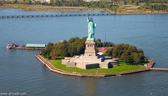 Photo of حريق يتسبب بإجلاء آلاف الزوار من جزيرة تمثال الحرية في نيويورك