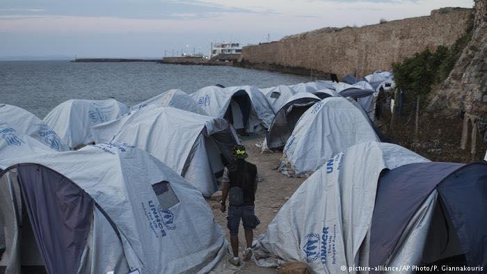 Photo of غليان مخيمات اللجوء في اليونان