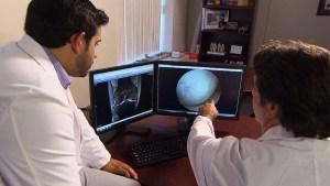 Photo of لأول مرة في كندا فريق أطباء في هاملتون يستخدم الغضروف المزروع في المختبر لشفاء إصابة الركبة