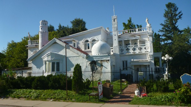 "Photo of بيع بيت ""القلعة"" في تورنتو ب 760.000 دولار"
