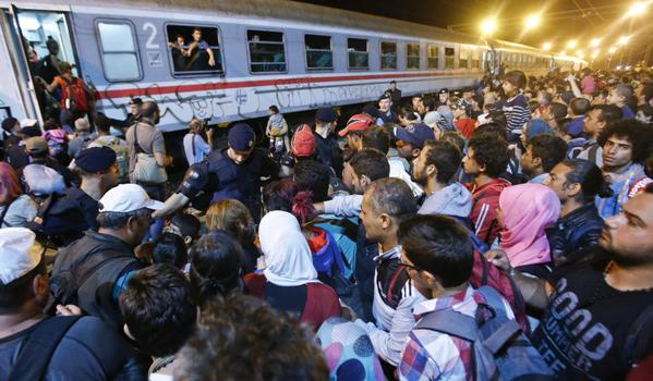 Photo of طالبو اللجوء في تورونتو يتم نقلهم من مساكن الطلبة إلى الفنادق