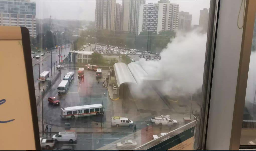 Photo of #حافلة تحرقها النيران داخل محطة مترو أنفاق #تورنتو