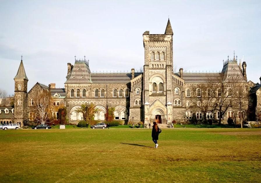 Photo of جامعة #تورنتو تحظر #التدخين في #الحرم_الجامعي في العام المقبل