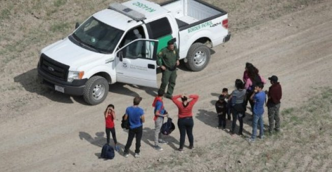 Photo of #ترامب يوقع مرسوما يمنع #المهاجرين غير الشرعيين من التقدم بطلبات #اللجوء