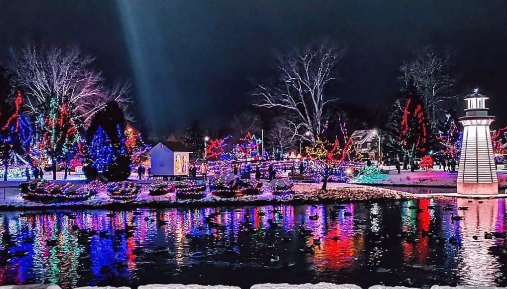 Photo of #مهرجان الاضواء على ضفاف النهر قرب #تورنتو هذا الشتاء