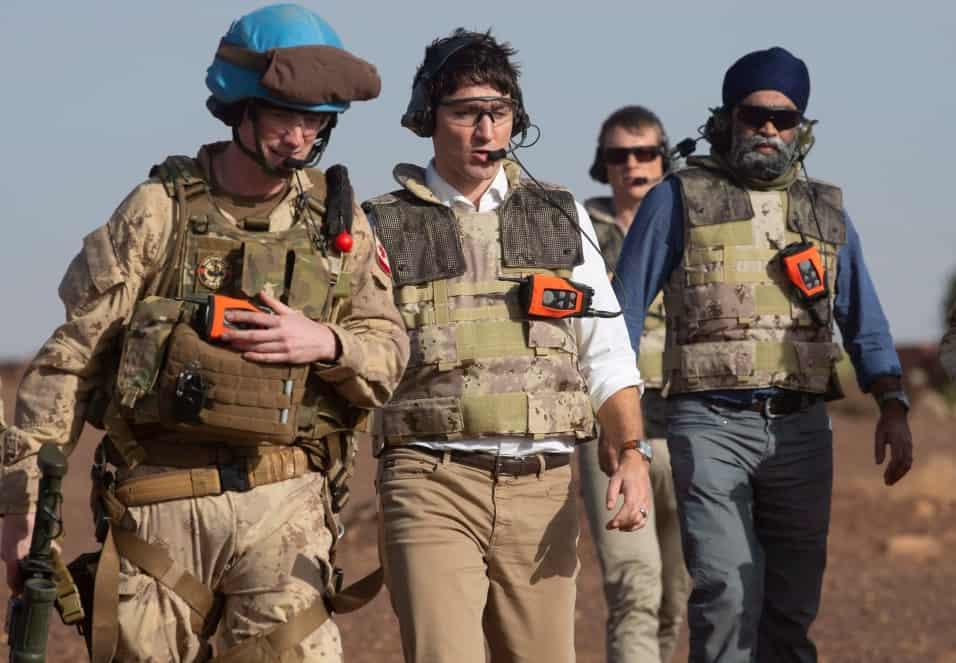 Photo of زيارة مفاجئة لـ #ترودو للقوات الكندية في #مالي