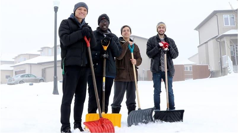 """Photo of """" #اوبر لإزالة #الثلج """" #تطبيق جديد مستوحى من #الطقس الشتوي في #وينيبيغ"""