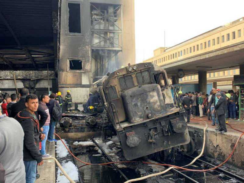 Photo of 25 قتيلاً في #تحطم #قطار بمحطة #القاهرة واستقالة وزير النقل