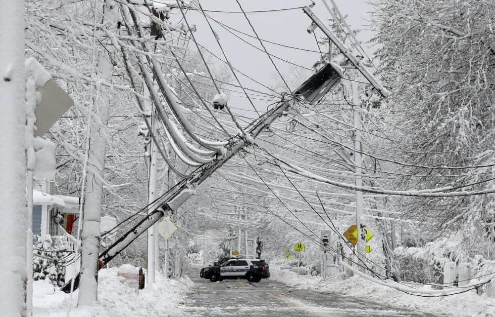 Photo of سكان كيبيك يواجهون ليلتين بدون كهرباء بسبب الجليد والرياح