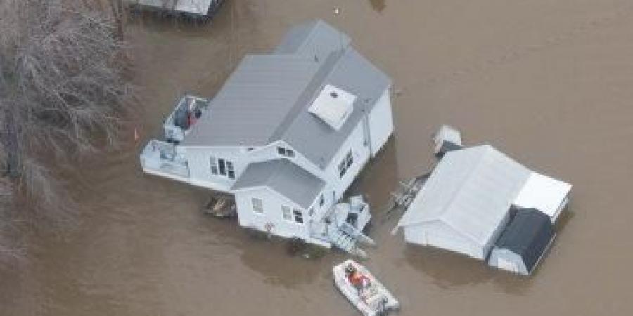 Photo of غرق منازل في كندا مع ارتفاع منسوب مياه نهر أوتاوا