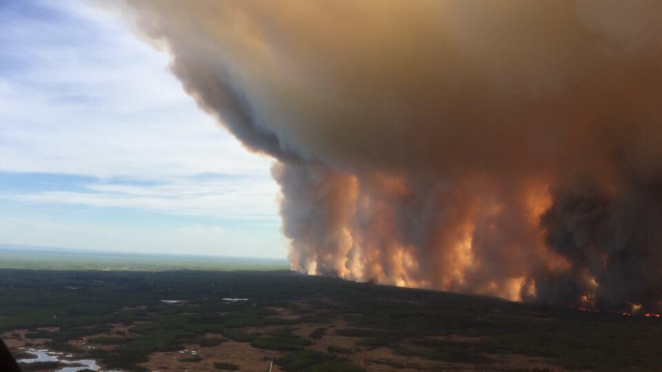حريق ضخم في غابات غرب البرتا