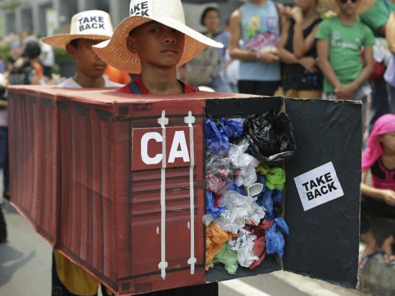 Photo of الفلبين تسحب سفيرها ورؤساء القنصليات من كندا على خلفية النفايات المنزلية