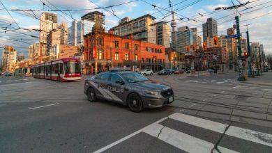 Photo of هكذا يمكنك الإبلاغ عن الأشخاص الذين  يخالفون قواعد المباعدة الاجتماعية في تورونتو
