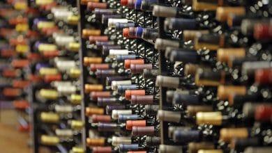 صورة أونتاريو تغيّر قوانين الخمور للسماح لمشغلي القوارب بتقديم الكحول أثناء الإرساء.