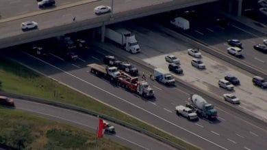 صورة وفاة رجل ثلاثيني على إثر حادث اصطدام بسيارة اسمنت على طريق ويستون السريع 401