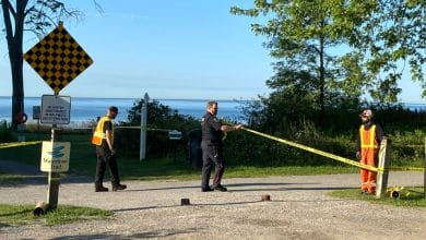 Photo of الشرطة تدعو والدة الطفل حديث الولادة المتوفى الذي عثر عليه في بحيرة أونتاريو إلى التماس العناية الطبية والاتصال بالشرطة.