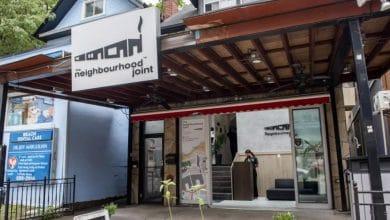 صورة لربما تودون زيارة هذا المتجر الفريد في تورنتو والذي ينقل الطلبات عبر الأنابيب