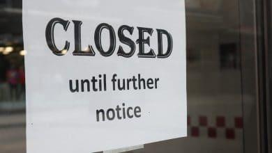 صورة الصحة العامة في تورنتو تفرض إغلاق 4 شركات لانتهاكها قيود فيروس كورونا.