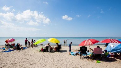 صورة سيتم إعادة افتتاح شاطئ شهير في أونتاريو ولكن الزوار من تورنتو غير مرحب بهم.