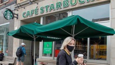 صورة ستاربكس تلزم زبائنها بوضع الأقنعة في كافة فروعها الكندية