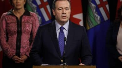 صورة رئيس وزراء ألبرتا يقول أن خط أنبيب الطاقة شرق البلاد لا يزال مقترحاً