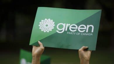 صورة المرشحون يقولون إن نتائج قيادة حزب الخضر سيئة نتيجة كارثة جمع التبرعات